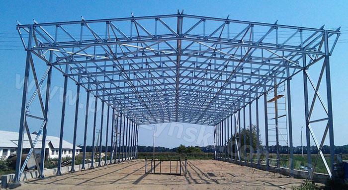 Фото 3. ЛСТК конструкции для быстровозводимого здания в процессе строительства: прямоугольная ферма (с параллельными поясами), Винницкая область.