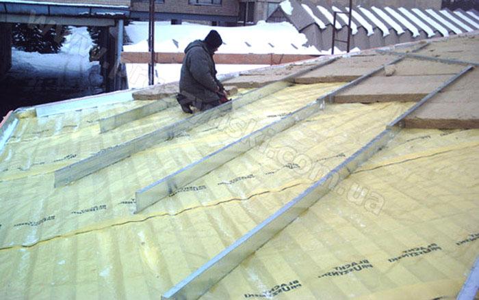 Фото 5. Оцинкованный Z-профиль в качестве дистанционных прогонов при строительстве ангаров, зданий по технологии БМЗ