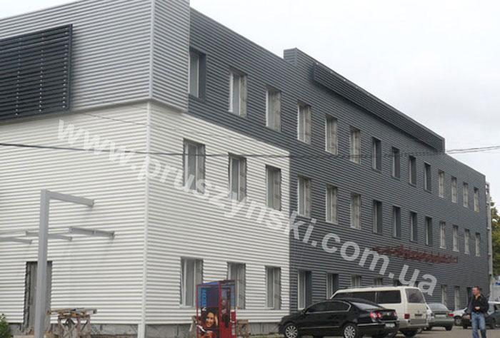 Фото 2. Фасад из волнистого профнастила