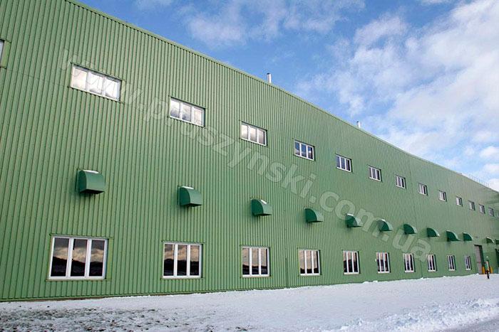 Фото 3. Фасад офисного здания после ремонта и облицовки профнастилом