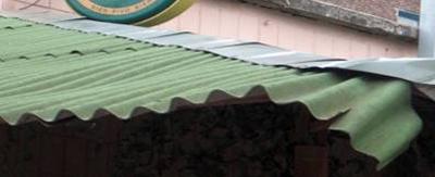 Фото 7. Крыша из ондулина на солнце портится уже через 2-3 года