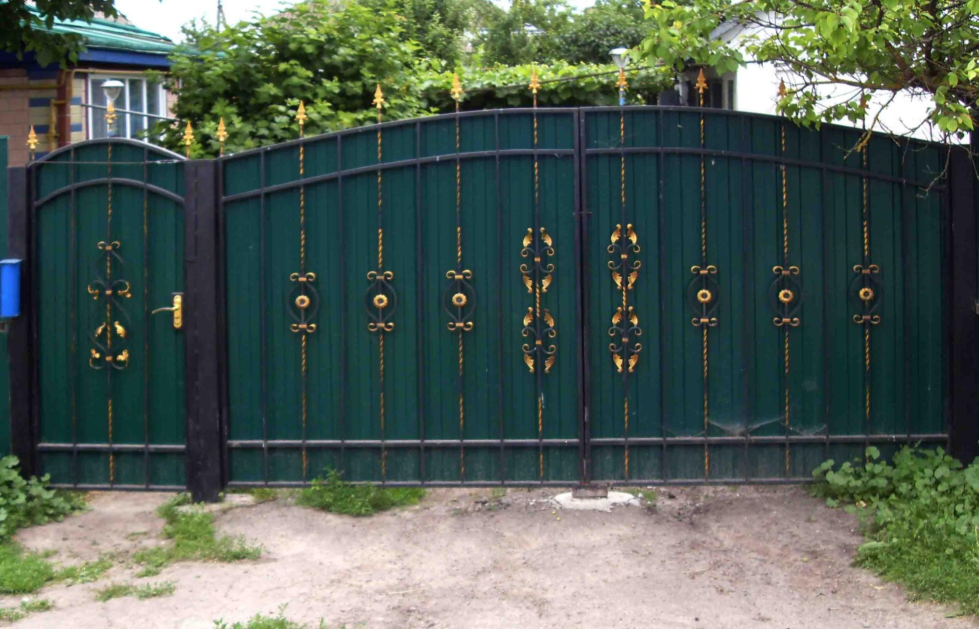 Забор из металлопрофиля своими руками фото