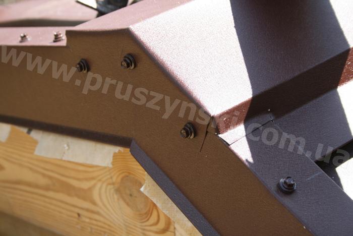 Фото 24. Устройство торцевой заглушки на коньке крыши