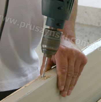 Фото 5-6. Изготовление вытянутых отверстий с помощью дрели