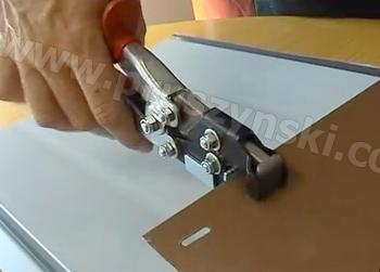 Фото 7. Изготовление отверстий с помощью специального инструмента