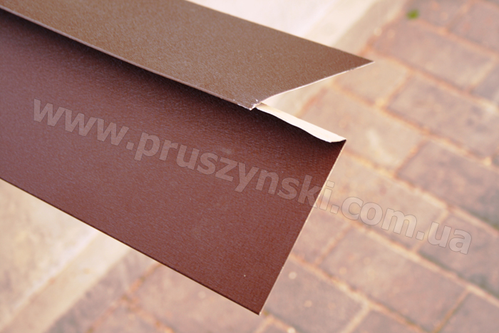Фото 6. Подрезка карнизной планки с двойным подгибом для стыковки