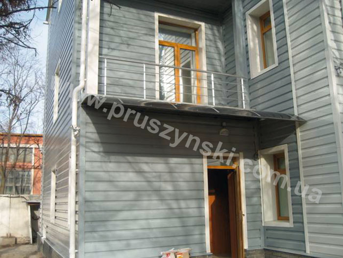 Фото 7. Профлист и планки в трех цветах в качестве облицовки фасада